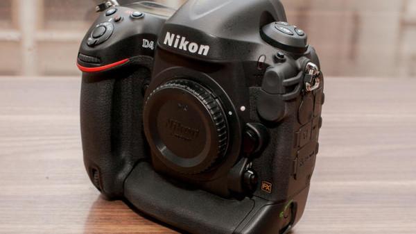 Камера Nikon D4