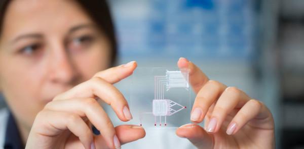 Ученые из Tufts University создали электродвигатель из одной молекулы
