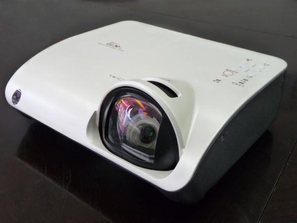 Epson и Philips представили систему контроля света в проекторах